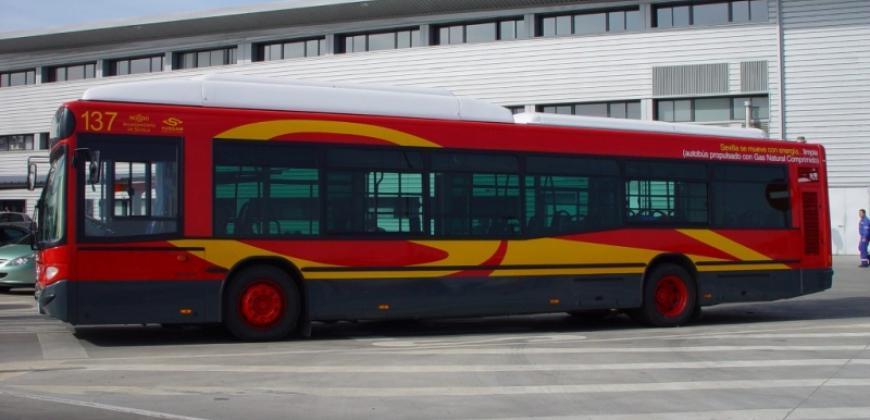 Autobús en las cocheras de Tussam, localizadas en el propio Parque Empresarial PICA